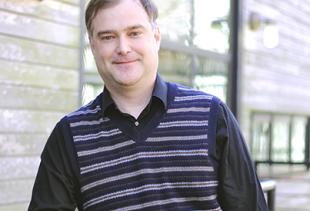Dr. Christopher Bennett